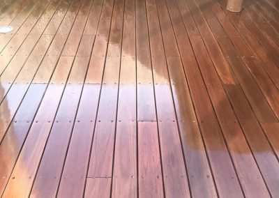 polishing outdoor timber deck